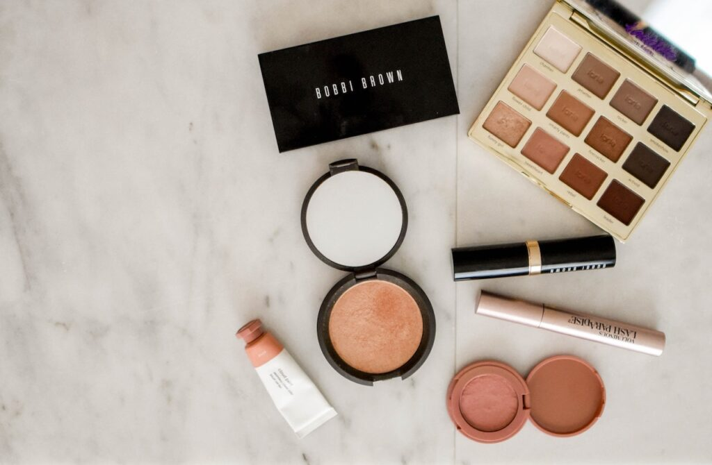 How the Internet Has Influenced Beauty, Make-Up, and Fragrance Markets
